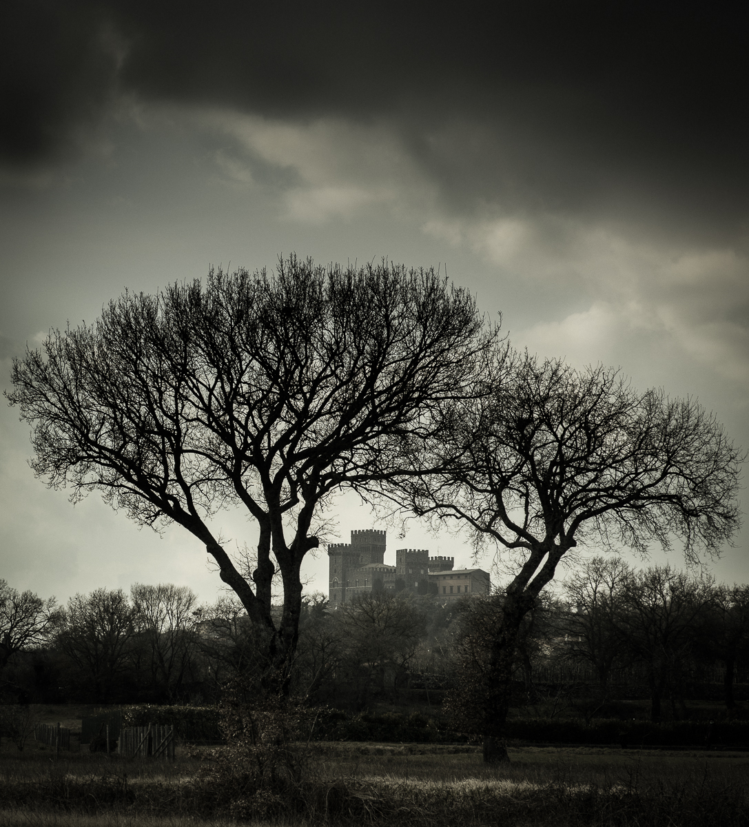 For those who have a taste for the sinister, we can include in our tour of places to photograph in Tuscany, the creepy Castle Cahen in Torre Alfina. Orvieto, Italy