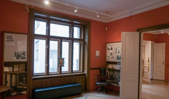 Freud's eerily empty consulting room in Vienna