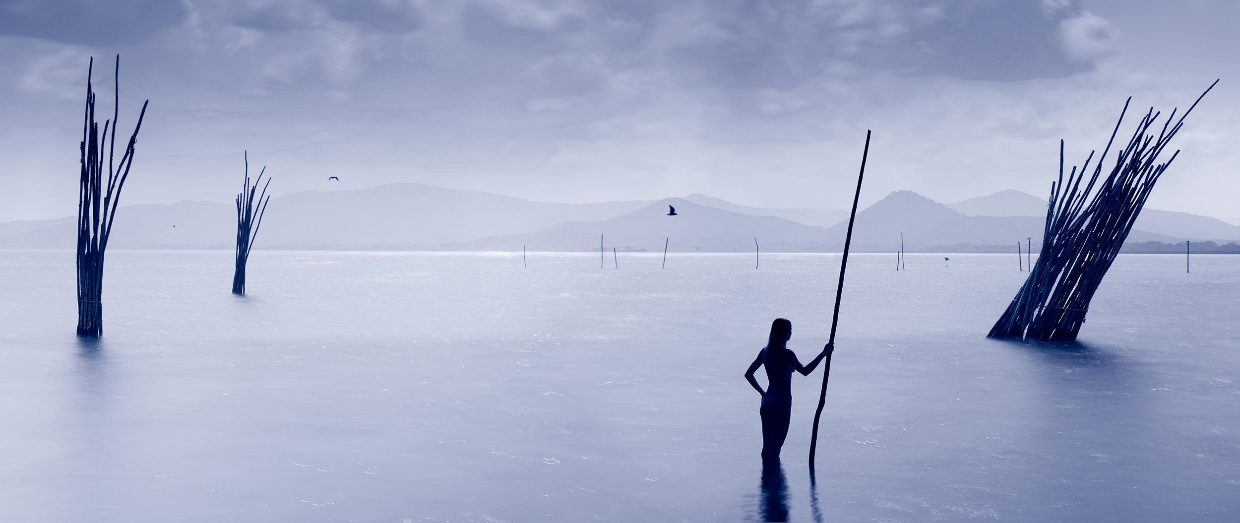 woman stands in lake Trasimeneene
